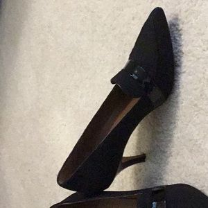 Donald J Pliner pumps. Black crepe and patent 7M